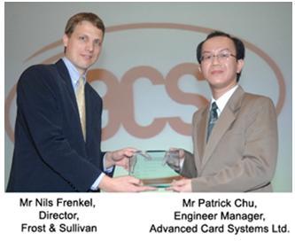 龙杰智能卡ACS工程部经理朱志乐先生代表ACS上台领奖