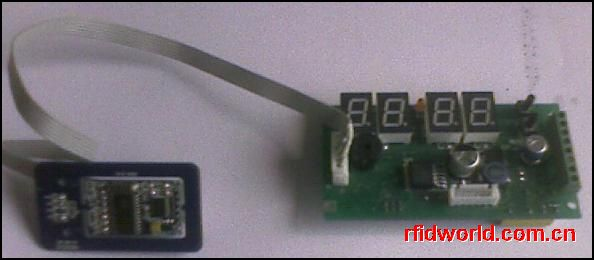 电梯刷卡控制板  温度 -20 ~ 70   湿度 10 % ~ 90%  工作电压 : DC 7-24V  工作电流 : 最大 500mA  提供MIFARE ONE 读卡器接口  4位数码显示,可显示时间或工作状态  2键操作,可调整时间或设置地址  支持 RS-485 组网功能,可独立脱机运行使用  可扩展多块 ,每块扩展板控制8层电梯  可保存保存 30000 条记录,循环写入,数据掉电保持10年  普通卡刷卡自动到达设定层数,管理卡可以使电梯按键有效,通过按键操作电梯  控制板断电,或外部紧急信